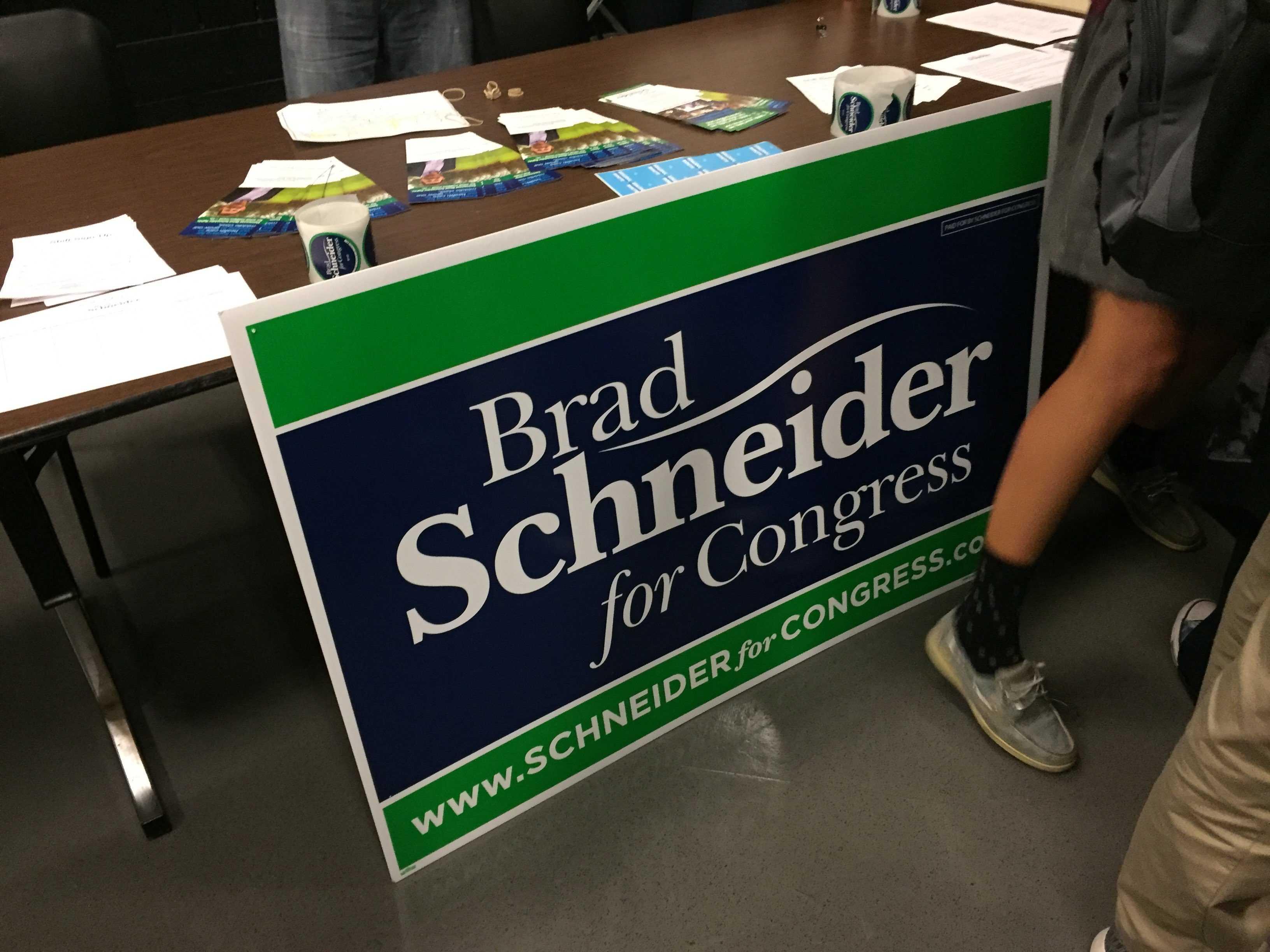 Representatives+from+Brad+Schneider%27s+campaign+prepare+for+student+questions.%0A